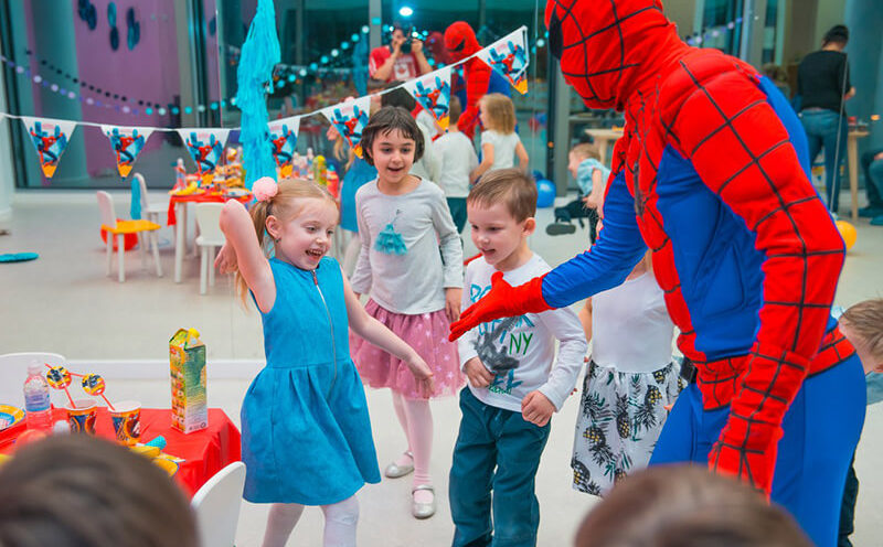 Организация детского праздника: выбрать агентство или фрилансера?