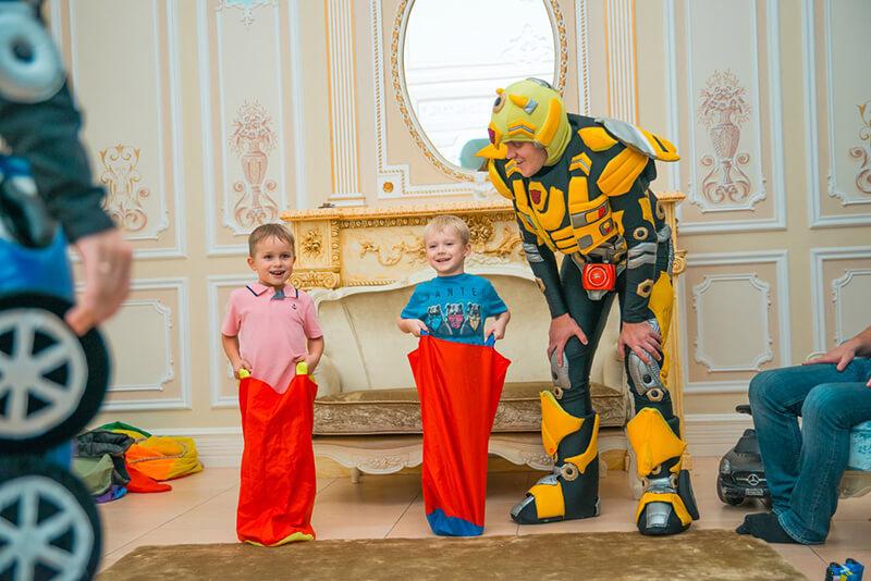 Праздник для детей с аниматорами трансформерами