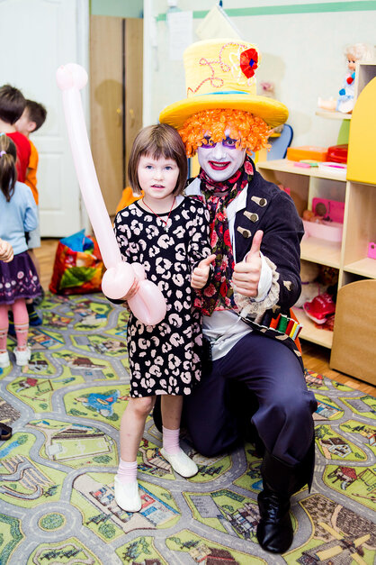 Аниматор Шляпник с детьми в детском саду