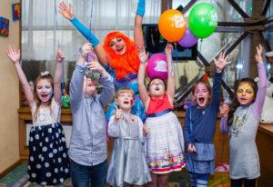 аниматоры помогут организовать детский праздник безопасно