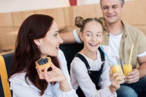 почему нужно проводить детские праздники дома