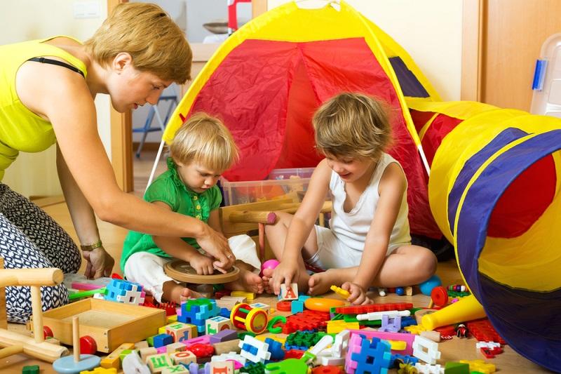 дети 3 лет играют