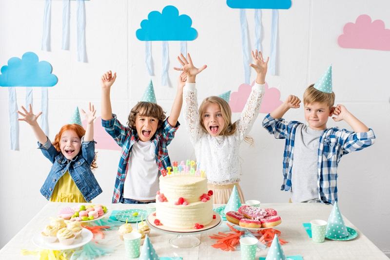 День Рождения ребенка — 3 года: развлечения, меню, аниматоры